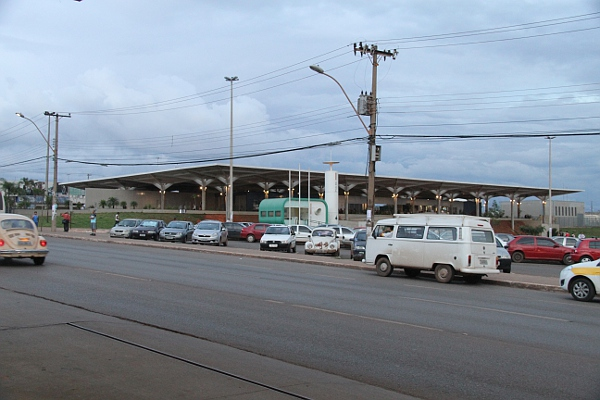 Metrô serve boa parte da população e passa ao lado do Estádio Regional