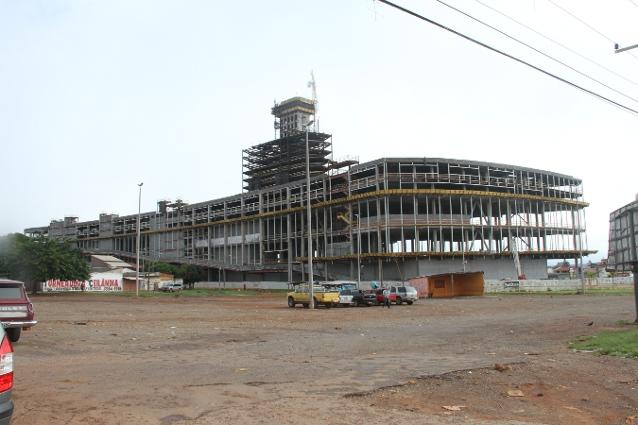 400 mil habitantes e nenhum cinema ou teatro: Shopping em construção