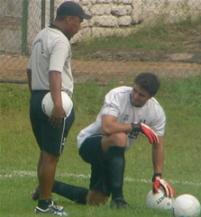 Júnior ao lado de Rodolfo