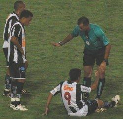 Dimba sente contusão contra Brasiliense e é dúvida