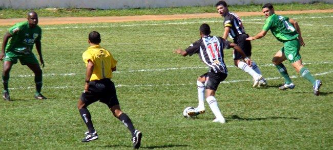 Thiago Félix e Dimba: chance perdida