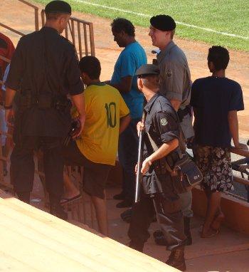 Armas de fogo e saída estreita: Perigo no Diogão