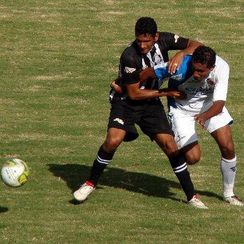 Jonhes ganha na força de Rodrigo Melo: jogo atípico