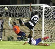 Jonhes faz o segundo do CEC contra o Bahia