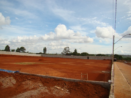 Campo principal: aguardando o fornecimento de grama Bermuda Tifway
