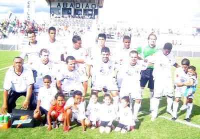 Em 2006 o CEC goleou o Guará por 8x2 com Didão, Humberto, Luiz Fernando, Paulinho e Branco (em pé); Miron, Cassius, Wagner, Thiago, Reinaldo e Ewerton