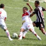 Alcione, Andre Oliveira e Guilherme: CEC sofreu pelo lado esquerdo.
