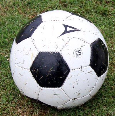 Bola do campeonato  desagrada aos jogadores.