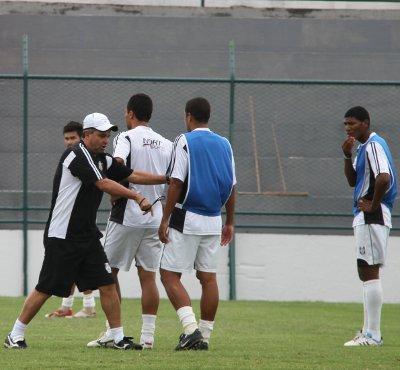 Ricardo Oliveira: alteração na defesa e time mais equilibrado