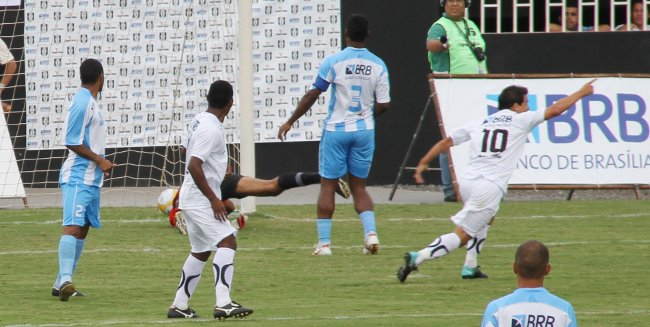 Rogerinho marca para o Gato: empate no primeiro turno