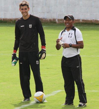 Pedro é só sorriso: boas atuações no gol do Ceilândia