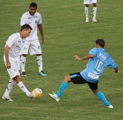 Dimba voltou a fazer gols: mortal dentro da área