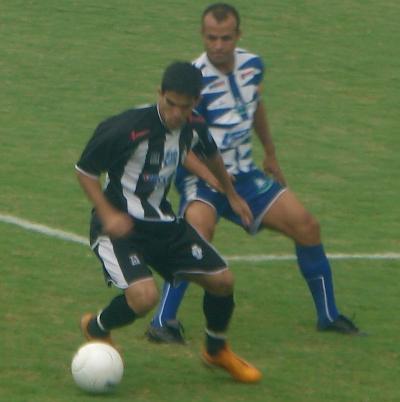 Em 2008, Rodrigo Félix em ação: Brazlândia, com incentivo financeiro dos adversários, tirou o CEC das finais em pleno Abadião.
