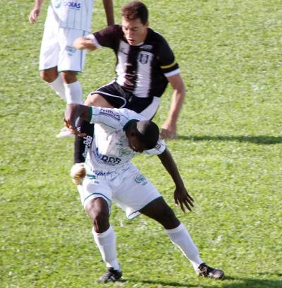 Dimba sofre um ippon contra o Formosa: caçado em campo nos últimos jogos