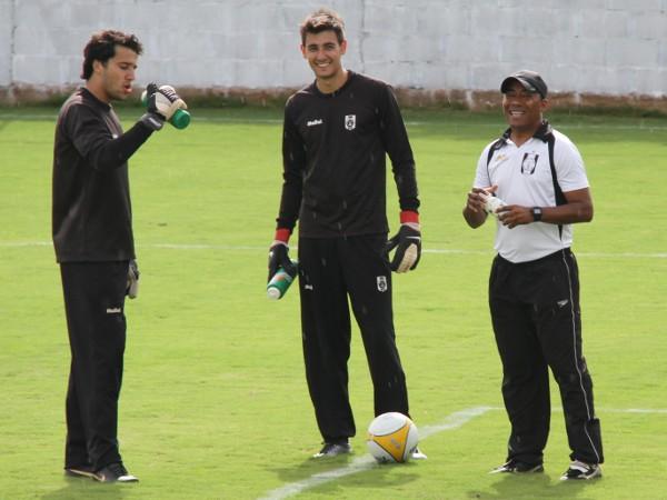 Vinicius, Pedro e Junior: trabalho duro enquanto Darci brilhava no gol alvinegro