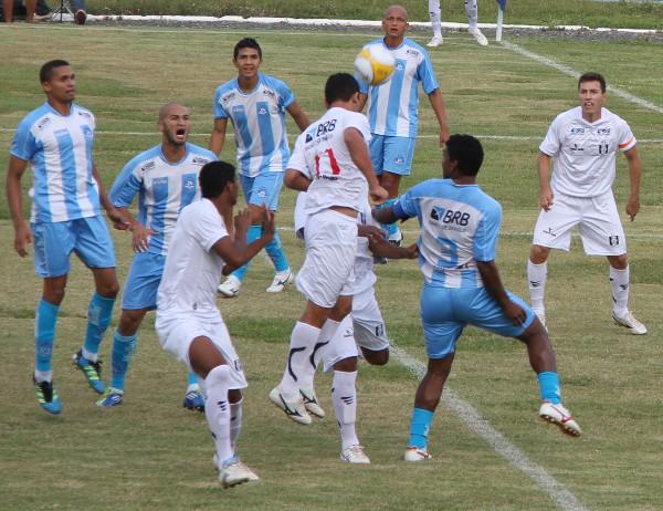 Cassius ajeita para Dimba: gol decisivo