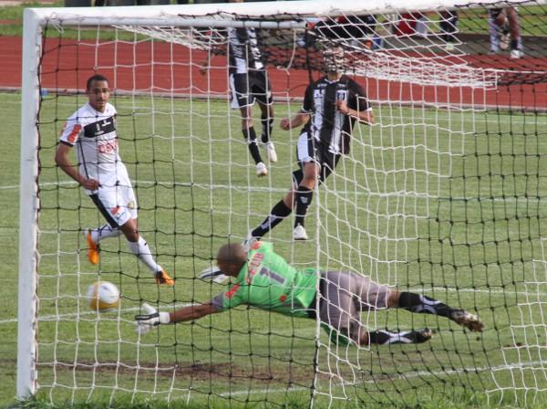 Cassius foi o jogador mais importante: participou de dois e fez dois gols, além de ter impedido saída de bola do adversário