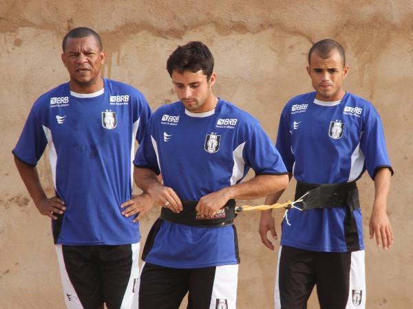 Rodrigo Alba, lateral, chega em um momento difícil