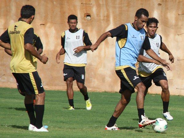 Didão em ação: CEC já treina com bola