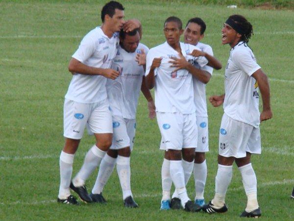 Willian Carioca comemora gol marcado contra o Brasília em março de 2010: Pode estar voltando