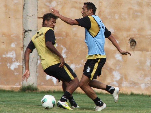 Ainda longe do ideal, Rodriguinho trabalhou com os reservas