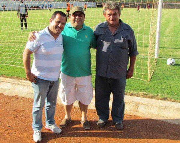Paulinho, diretor de futebol do CEC, Josafá Dantas, presidente da FBF, e Beni Monteiro, em foto de Antonio Gomes.