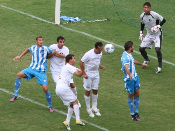 Além do gol, Cassius ajudou na defesa
