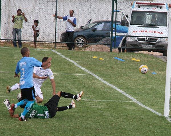 Dimba esteve impossível em 2012: dois gols