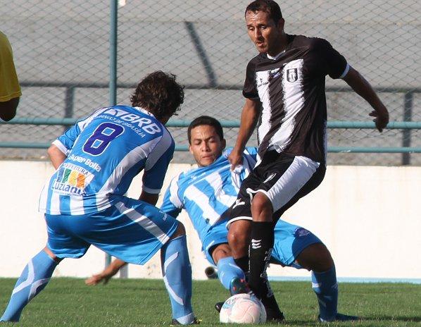 Rodriguinho fez boa partida, mas recuava em demasia