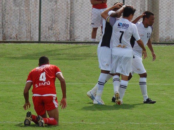 Dimba comemora o primeiro gol do CEC contra o Brasilia em 2011: Ceilândia 2 x 0