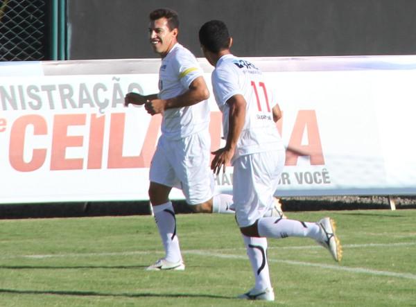 Dimba fez os dois gols da vitória do CEC em 2012
