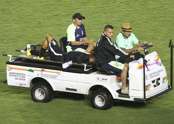 Renato sai lesionado: improvisações à vista