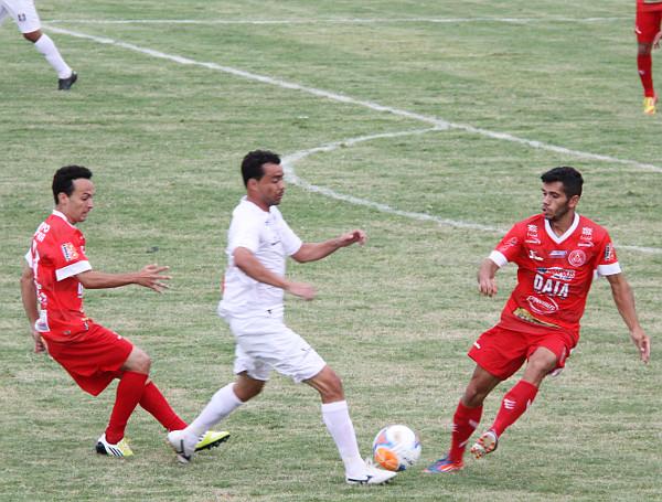 Juninho Goiano: entrou no segundo tempo e melhorou a saida de bola