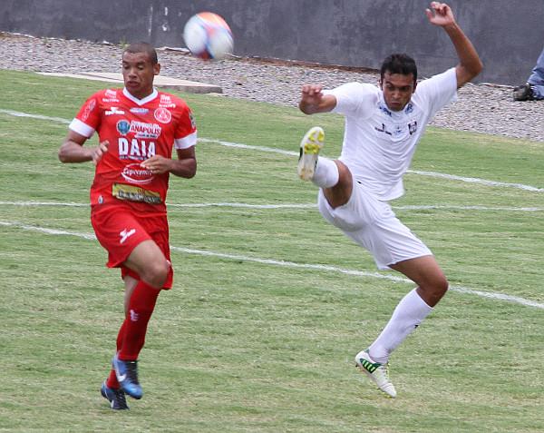 Tales atuou na defesa e não decepcionou: muitos lesionados