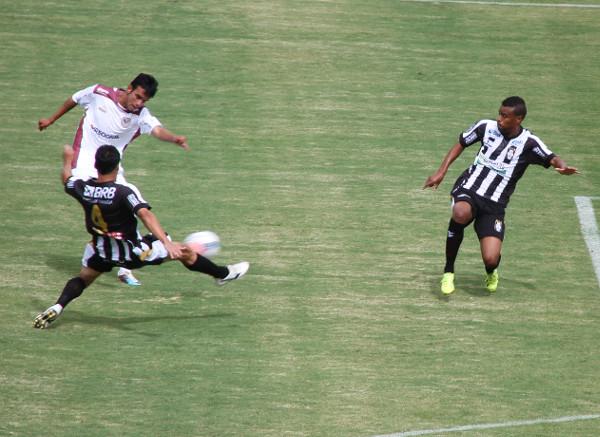 Lucas bate equilibrado: Juninho e Gago poderiam ter evitado