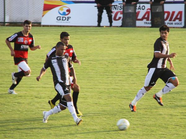 Allan Dellon em ação contra a Ceilandense: CEC não respeitou o adversário e saiu perdendo por 2 x 0