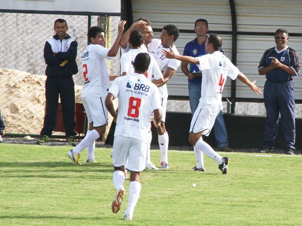 Cassius fez de falta o primeiro gol da vitória do Gato Preto em 2013: 2x0