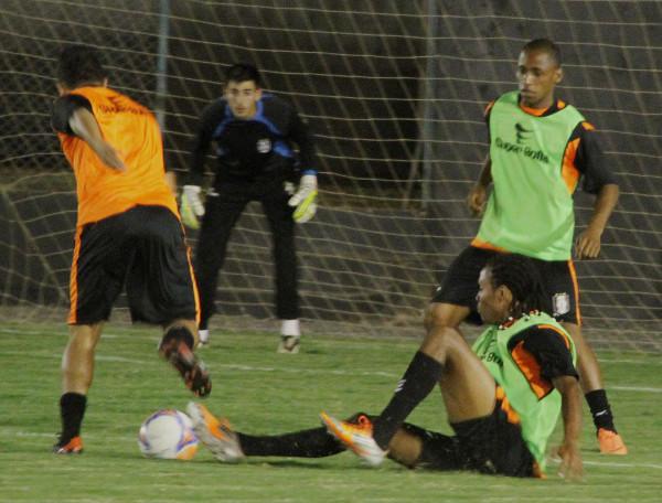 Sandro e Valdinei combatem Tavares na última segunda: hora de união