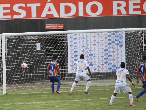 No gol de Cassius, a comemoração de Caio Chulapa