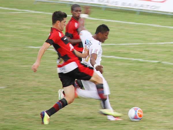 Here empurado: penalti do terceiro gol