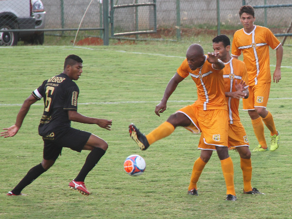 Badhuga vai ao ataque: defesas prevaleceram