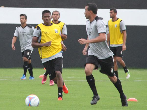 Juninho se movimenta: treino leve nesta quarta