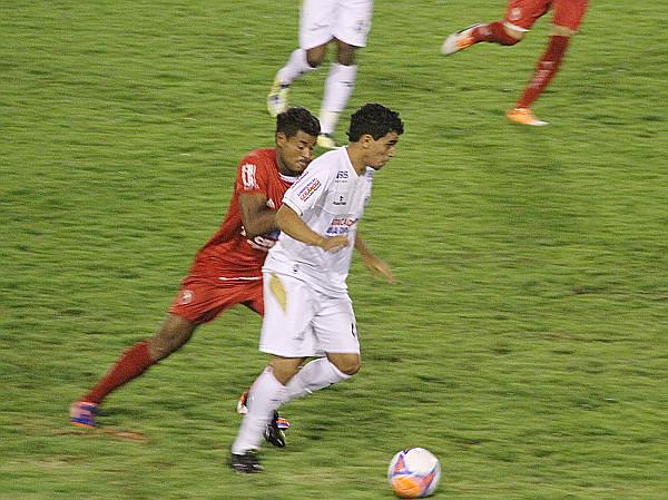 Dudu Lopes é um jogador de aproximação:  jogador certo no time errado.