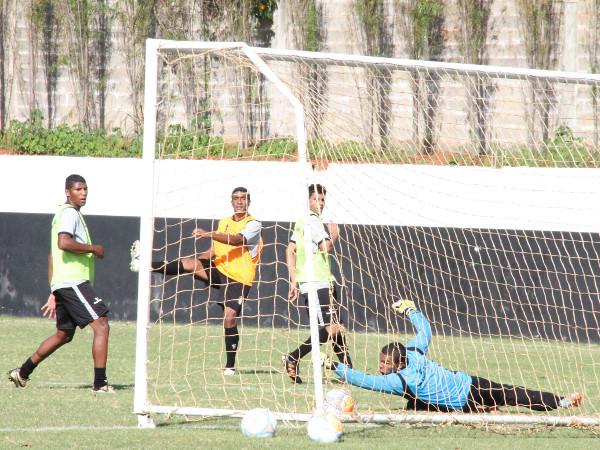 Gol no treinamento: Ceilândia procura o melhor caminho para 2015