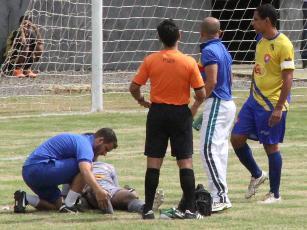 Jogo contra o Paracatu não terminou: lesão no pé, gelo no joelho