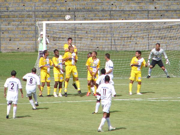Gil Baiano cobra a falta: em 2007, CEC fez dois gols, mas sofreu  3.