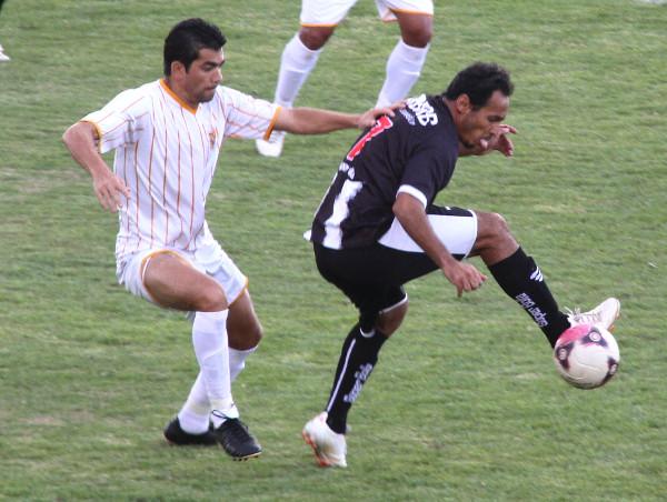 Zé Carlos tentou em 2012: nem mesmo amistosos o CEC venceu no Elmo Serejo