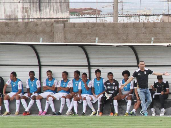 Técnico e time entrando no clima do Candangão