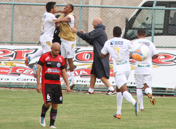 Fevereiro de 2014: Ceilandia transformou jogo complicado em boa vitória - 3 x 0