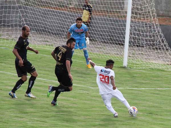 EdiCarlos obrigou Pedro a fazer boa defesa: 0 x 0 justo